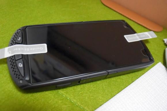 TORQUE G01にガラス液晶保護フィルムを貼ってみた