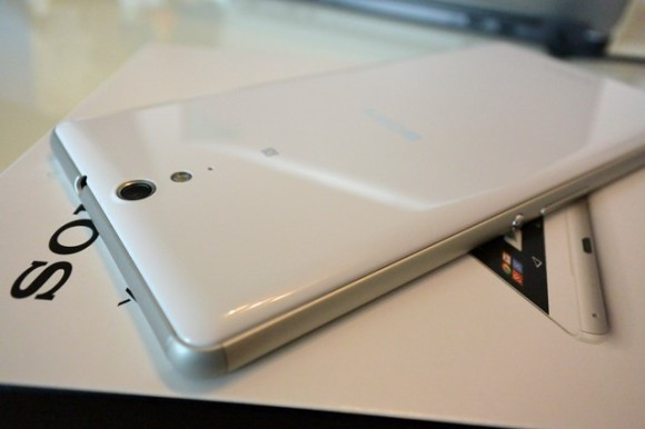 XPERIA C5 Ultra ファーストレビュー 背面