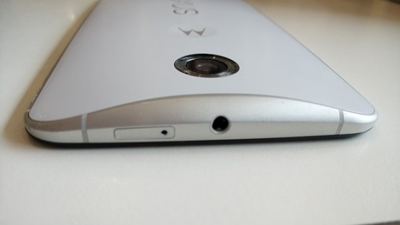 実機で比較するXPERIA C5 Ultra vs Google nexus6