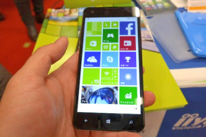 Windows Phone『MADOSMA Q501』実機見てきたレビュー!Windows10 Updateも可