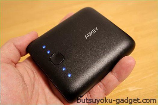 大容量だけど1999円と廉価で小型『AUKEY 10000mAh 2ポートモバイルバッテリー』使ってみた!