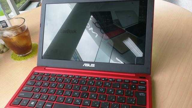 ASUS EeeBook X205TA 光沢液晶 レビュー