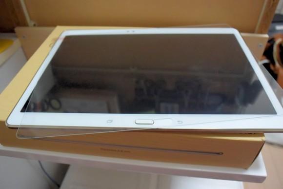 Galaxy Tab S 10.5 SCT21 へガラス保護フィルムを貼り付けてみた
