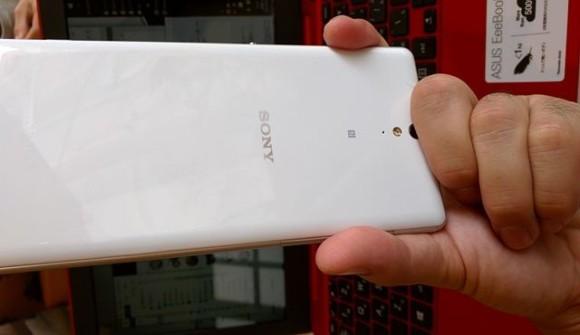 実機で比較するXPERIA C5 Ultra vs Google nexus6 カメラレンズ位置が悪すぎる