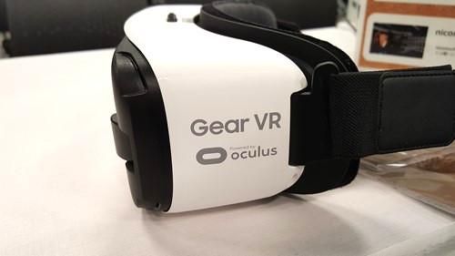 VRの世界を初体験! サムソン『Gear VR』が凄すぎる! 一発で「買う」と決めるレベルの面白さ
