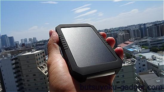 【40% OFFクーポン有】ソーラー充電も可『dodocool ソーラー4200mAhバッテリー』レビュー!LED付でアウトドアでも便利