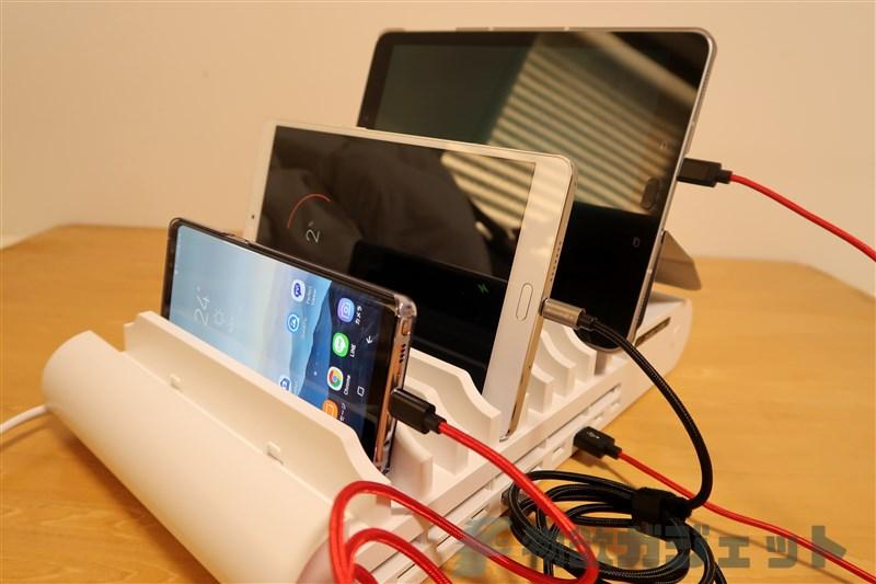 これ便利すぎる~10台のデバイスを縦置きして充電できる『UGREEN 10ポート充電器スタンド』使ってみた!